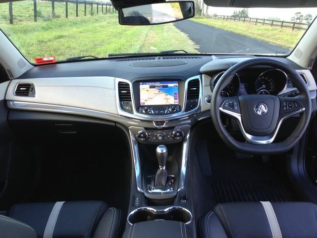 VF Commodore - (Calais V) - interior