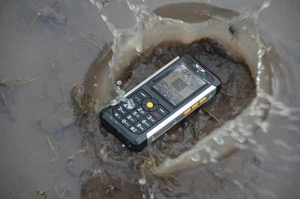 CAT B100 Feature Phone - Relax, it's ok in water