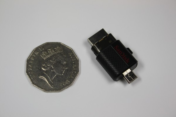 SanDisk Dual USB Drive - It's also TINY