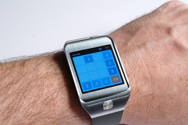 Samsung Gear 2 - Running 2048 App