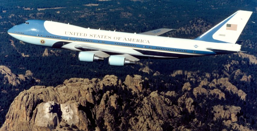 VC-25 A Over Mt Rushmore